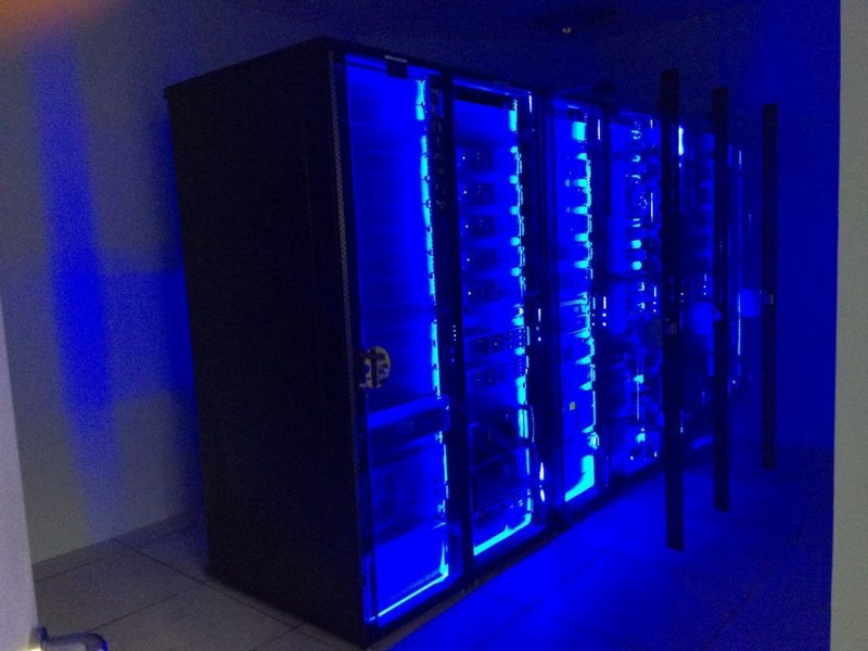 اتاق سرور استاندارد,امنیت اتاق سرور,روشنایی داخل اتاق سرور,
