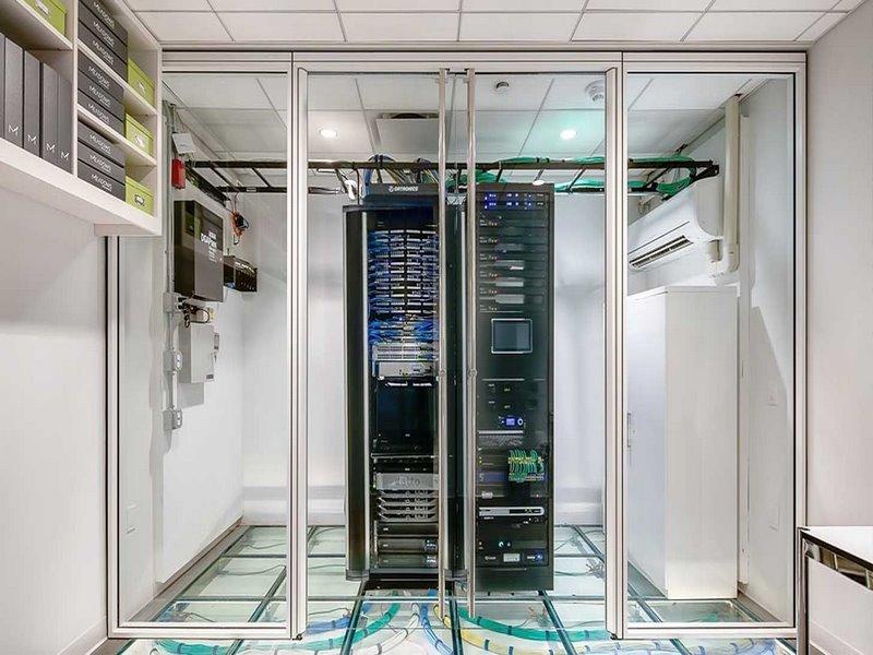 مراحل استاندارد سازی اتاف سرور,اتاق سرور استاندارد,استانداردهای طراحی اتاق سرور,